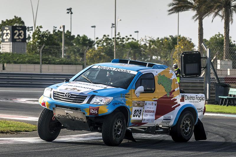 No ano passado Varela e Gugelmin correram com picape Toyota (Foto: Marian Chytka/Divulgação)