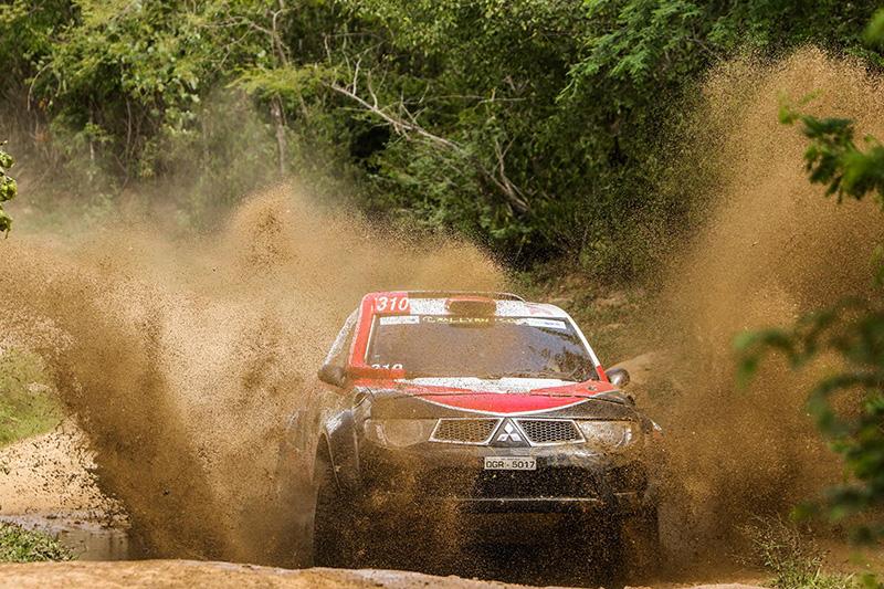 Dupla venceu também a etapa deste domingo, na geral, a mais dura das quatro - Foto: Sanderson Pereira/Photo-S