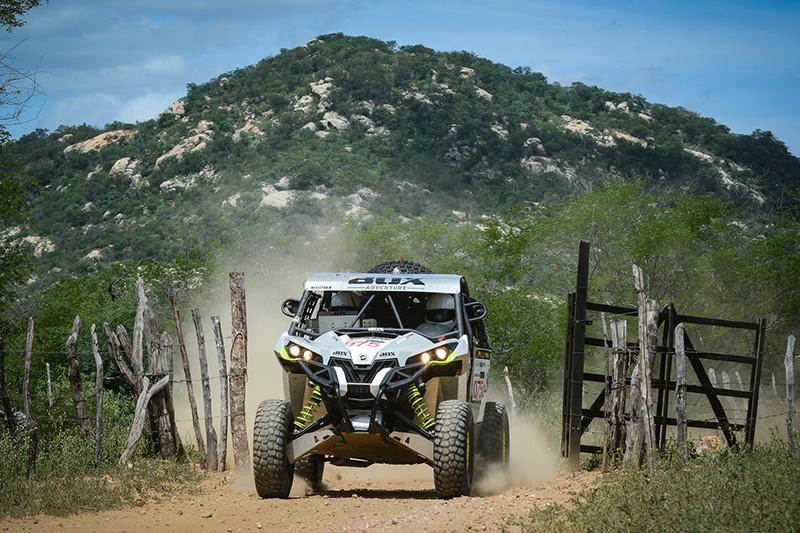 "Marcus ""Jatobá"" Lins / Daniel Fonseca a bordo do Can-Am Maverick Turbo 2016 no Rally RN 1500  Crédito: Doni Castilho/DFotos"