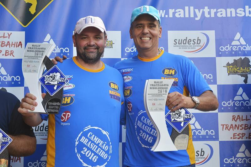 Renato Martins e Enedir da Silva Júnior comemoraram a conquista do Brasileiro  (Lipe Nascimento/Clube Radical)