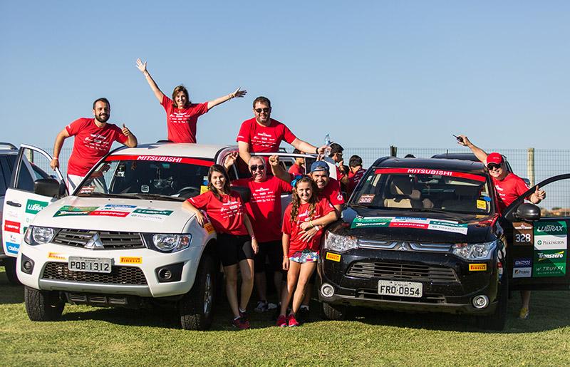 Equipes são formadas por dois carros - Foto:  Gabriel Barbosa / Mitsubishi