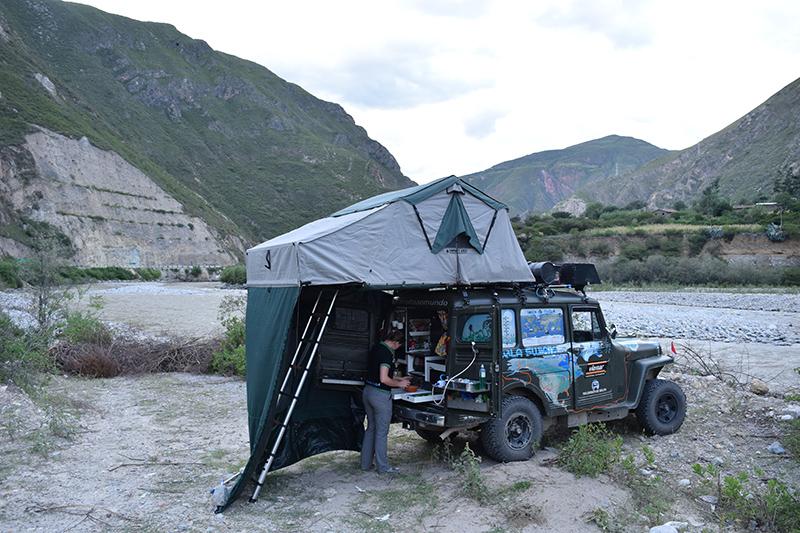 Acampamento na beira do rio  -  Peru