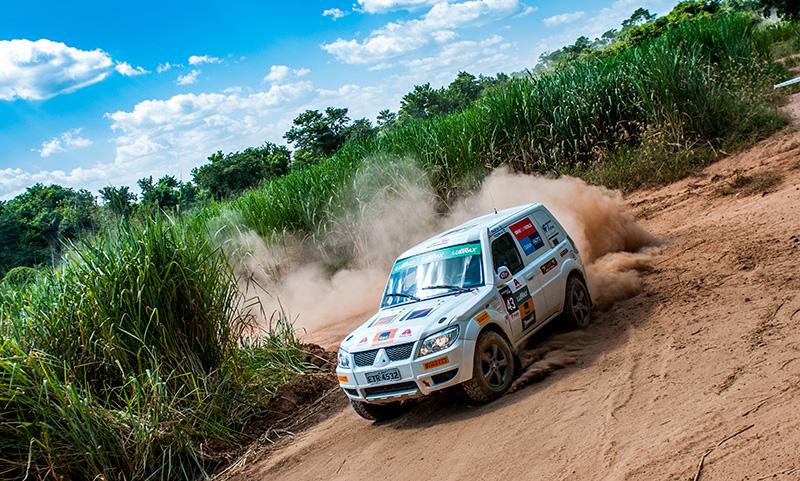 Rali cross-country de velocidade é o mais tradicional do País - Foto: Marcio Machado/Mitsubishi