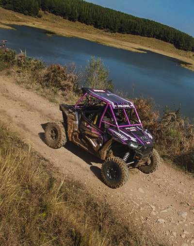 Helena Deyama a bordo do UTV Polaris RZR 900 (Luciano Santos/DFotos)