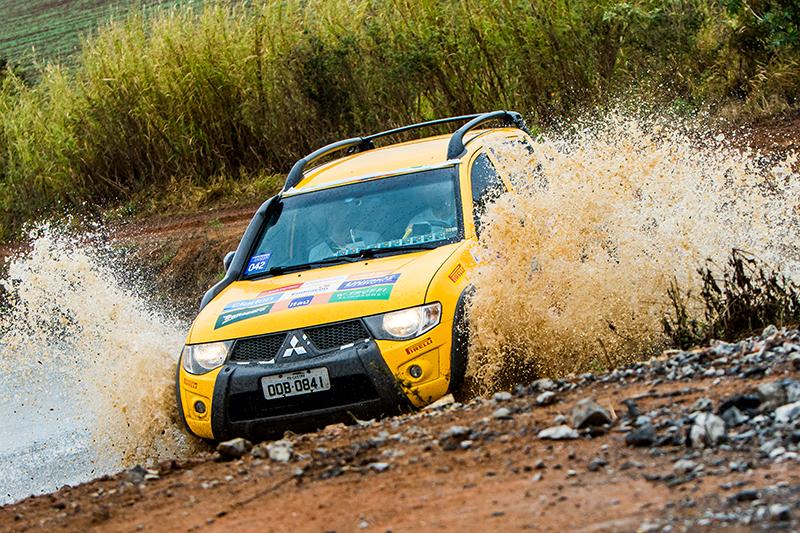 Competidores tiveram um dia de diversão na lama - Foto: Cadu Rolim/Fotovelocidade