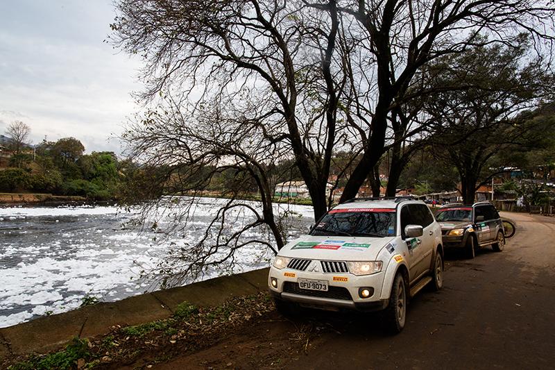 Etapa contou com uma tarefa de conscientização ambiental às margens do rio Tietê - Foto:  Tom Papp / Mitsubishi