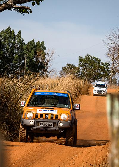 Trilhas e estradas em meio à natureza - Foto: Tom Papp / Mitsubishi