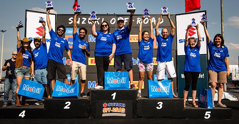 Campeões comemoram no pódio - Foto: Tom Papp / Mitsubishi