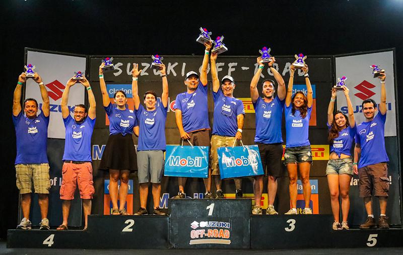 No final da etapa, os melhores do rali subiram ao pódio - Foto:  Cadu Rolim / Suzuki