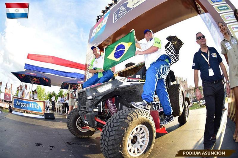 """Leandro Torres e Lourival Roldan  fazem história e vencem etapa do Rally Dakar nos UTVs - Foto """"Dakar 2017 by PhotoRunning""""."""