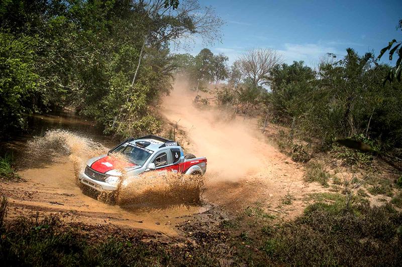 Nesta temporada, Facco pilota uma Mitsubishi Triton Sport SR - Foto: Gustavo Epifânio/Fotop