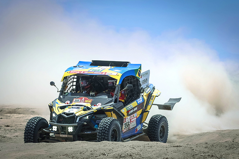 Reinaldo Varela e Gustavo Gugelmin com o UTV Can-Am Maverick X3 no Rally Dakar 2018.  Crédito: Gustavo Epifanio/photosdakar.com