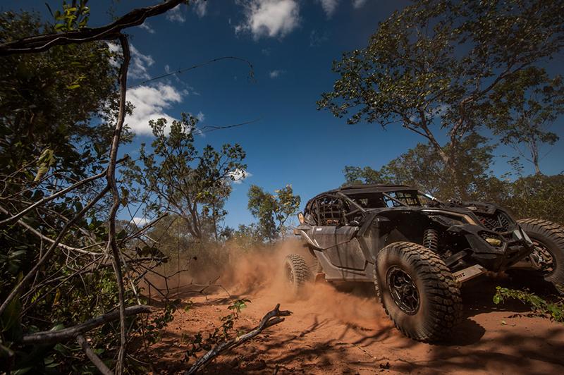 Neste sábado, os competidores enfrentaram areião, travessias de rios e erosões  (Gustavo Epifânio/DFotos)