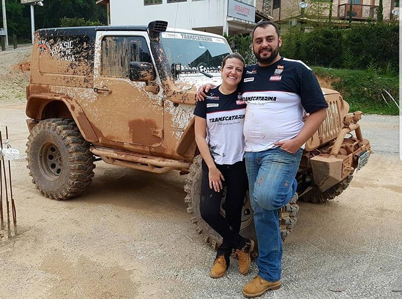 Marcelo e Maria Celiane Morceli Campos: o off-road faz parte da rotina do casal  (Divulgação)