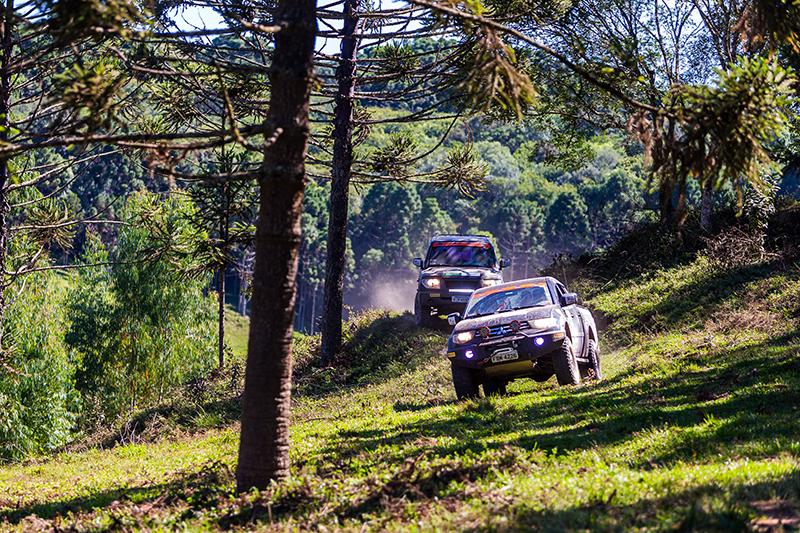 Muito 4x4 pelo caminho - Foto: Tom Papp / Mitsubishi