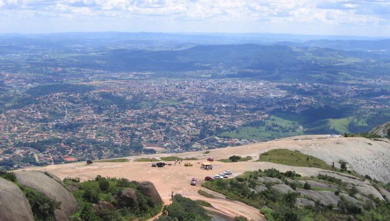 800px-Atibaia_vista_de_Pedra_Grande_1