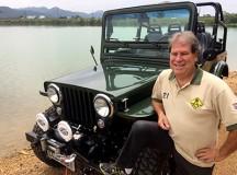 Jeep CJ3 ganha restauração e novo motor injetado