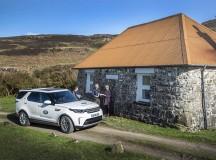 Voluntários da Land Rover fazem entregas em endereço de três palavras – do aplicativo what3words – a pessoas na Ilha de Mull, na Escócia