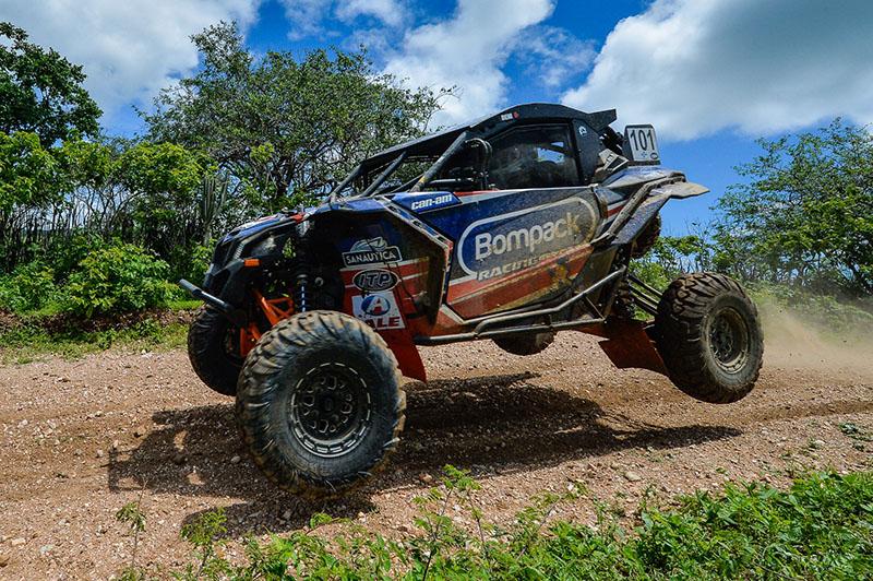 Deni Nascimento e Idali Bosse lideram o Brasileiro de Rally Cross Country com o UTV Can-Am Maverick X3. Crédito: Doni Castilho/DFotos/Mundo Press