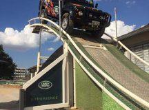 Land Rover comemora 70 anos com comboio de veículos em São Paulo