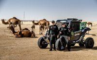 Brasileiros Reinaldo Varela (à esquerda) e Gustavo Gugelmin na segunda etapa do Campeonato Mundial de Rally Cross Country 2019, nos Emirados Árabes Unidos. Crédito: MCH Photography