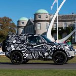 Novo Land Rover Defender empolga multidão em Goodwood