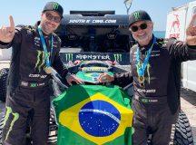 Reinaldo Varela (à direita) e Gustavo Gugelmin lideram o Campeonato Mundial de Rally Cross Country com o UTV Can-Am Maverick X3. Crédito: MCH Photografy. Divulgação: Mundo Press.