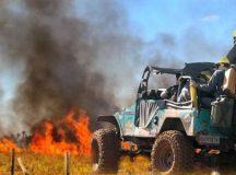 Jipeiros auxiliam trabalhos de combate a incêndio no Parque da Serra do Rola Moça. Facilidade de locomoção dos veículos off road agiliza os trabalhos. - Foto:  Revista Mais