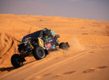 Brasileiros chegam em terceiro no encerramento da etapa-maratona do Dakar