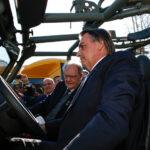 Presidente Bolsonaro visita fábrica do Jipe Agrale Marruá