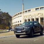 """Ford promove """"carpool"""" com ídolos do futebol e cliente da marca"""